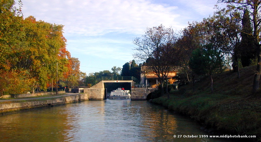 Southern approach to the basin below Ognon lock on the Midi Canal
