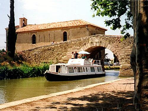 Le Somail bridge ― with the bargees' Chapel behind, Canal du Midi